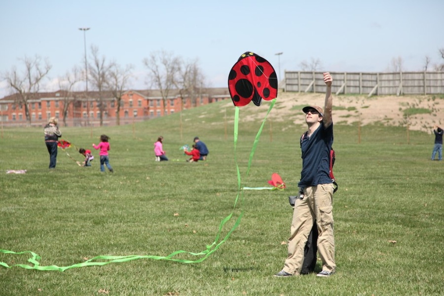 Kids can build their own Kites at the Festival!